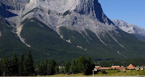 Alberta third most popular destination for Canadian travellers