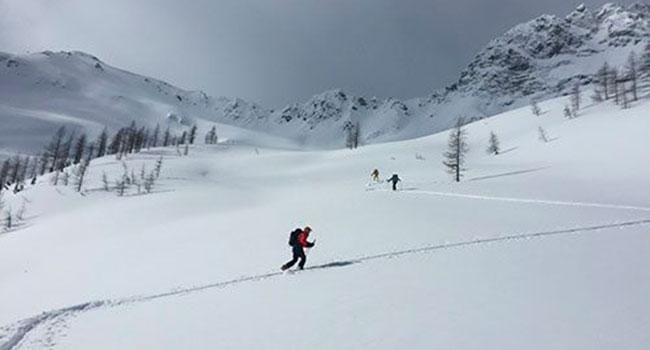 Cross country skiing at Boulder Hut