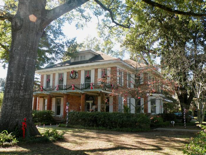 Antebellum (pre-Civil War) mansion